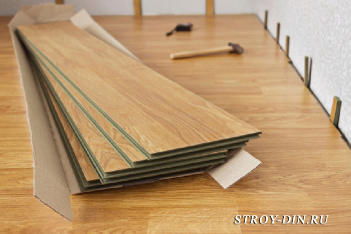 Laminated panels color of wood